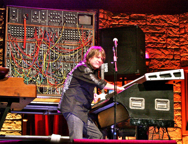 legendary keyboardist keith emerson dies of suspected