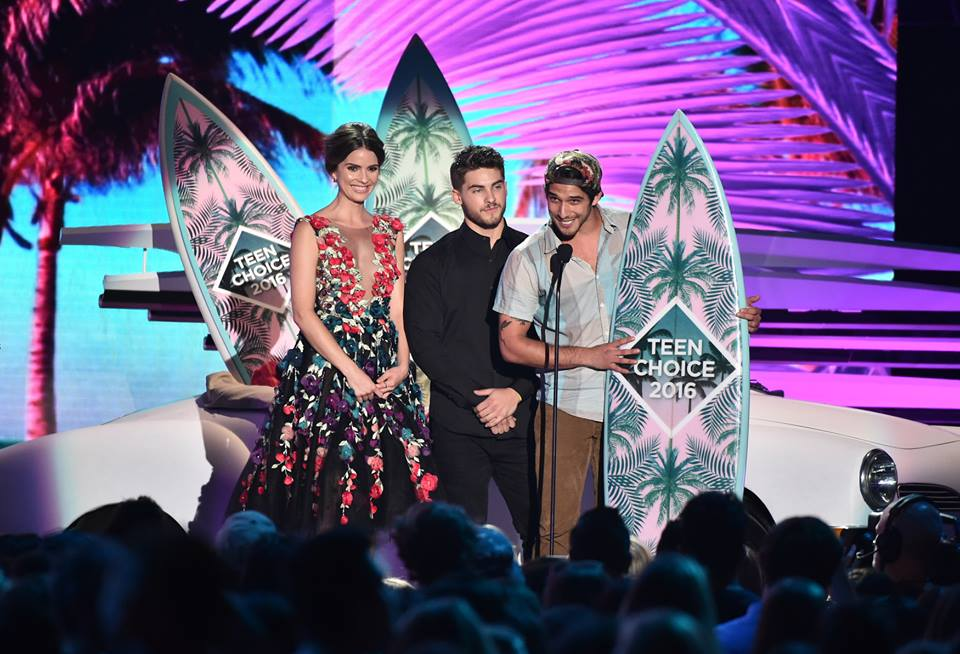 Watch Teen Choice Awards 2016 Red Carpet Live