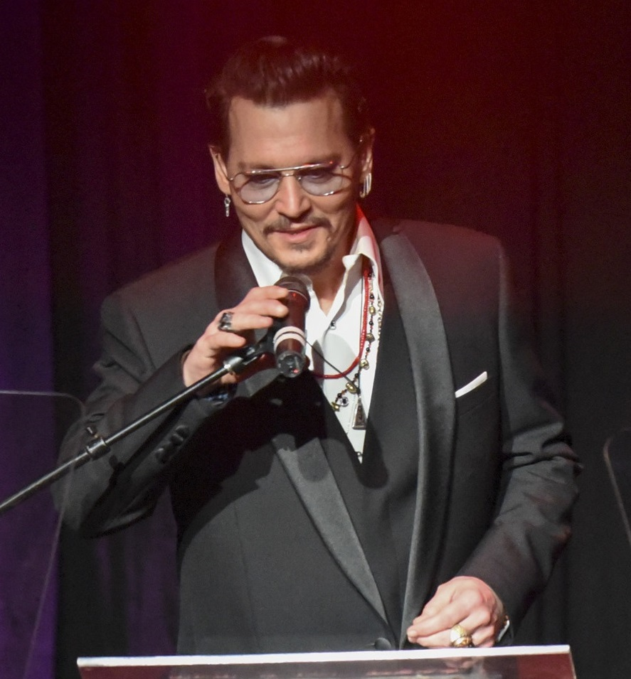 Johnny Depp to Receive Rhonda's Kiss 'Healing & Hope Award'